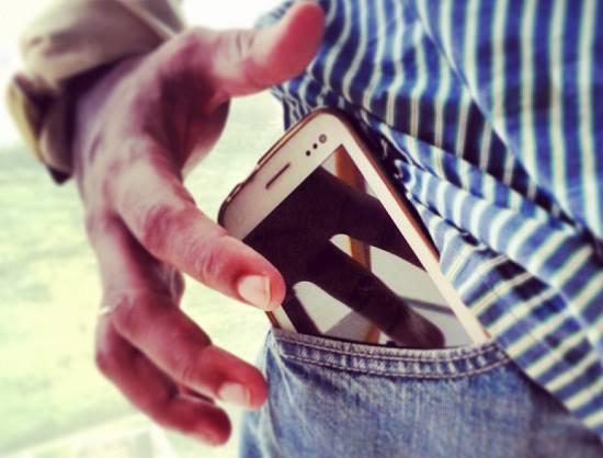 iemand met een mobiel